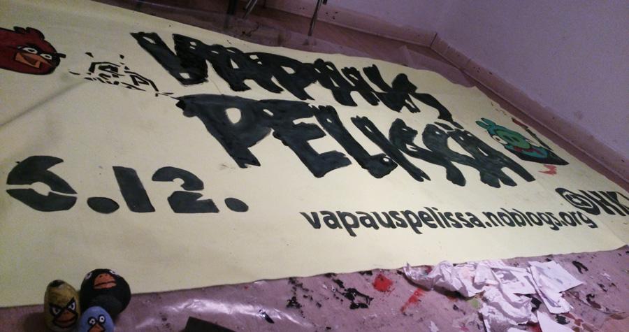 Tampereella on maalattu banderelloja jo etukäteen. Lisäksi tamperelaiset ovat järjestäneet ainakin yhden bussikyydin Helsinkiin ja takaisin.